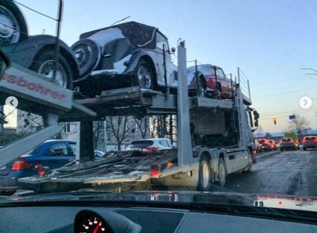 Автовоз с автомобили за няколко милиона долара