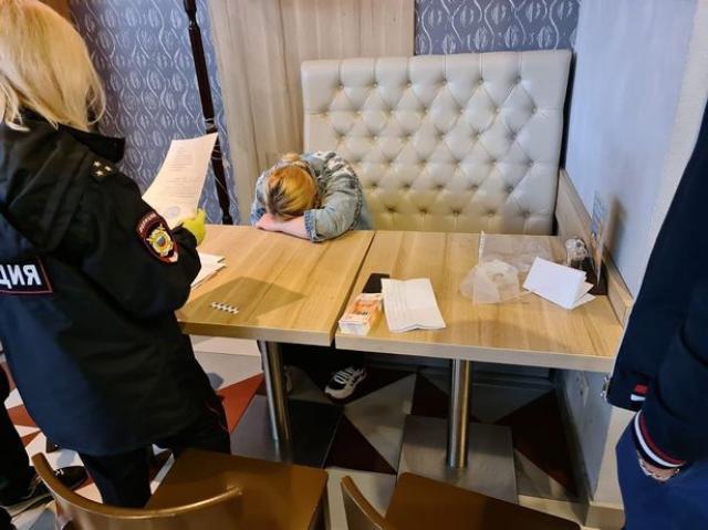 Рускиня се опита да продаде бебето си, за да си купи ботуши
