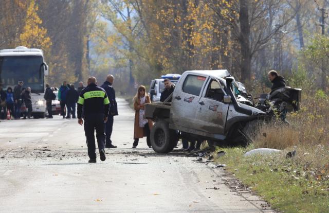 Трета жертва на тежкия челен сблъсък край Ботевград (СНИМКИ)