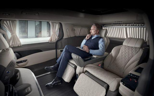 Появиха се първите снимки на най-луксозния миниван на Kia