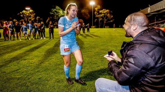 Една футболистка трогна до сълзи спортния свят