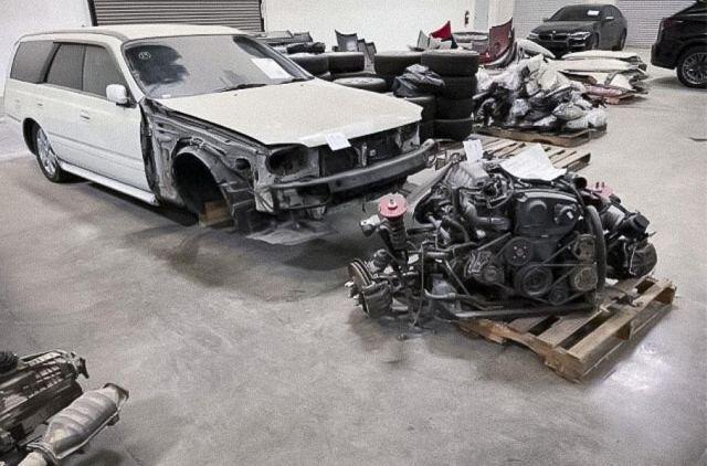Цял хангар с нелегално внесени на части японски автомобили беше пуснат на търг