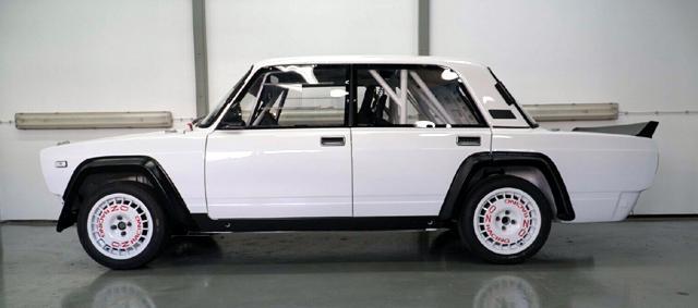 Някой да търси състезателна Lada?