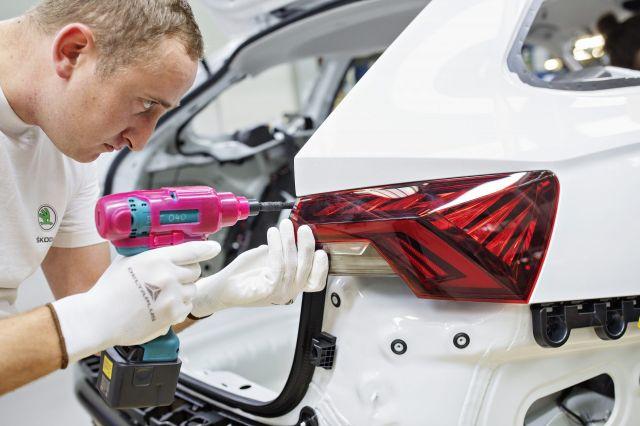 Чехия също се противопоставя на Европейския съюз и забраната за двигатели с вътрешно горене