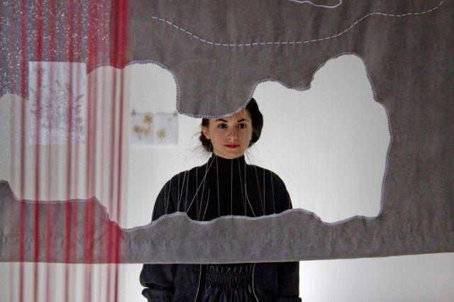 """Чух трептене на крила през прозореца - съвместен проект на три млади художнички ще бъде представен в галерия """"Структура"""" през март"""