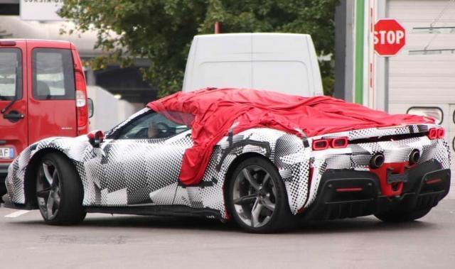 Първи снимки на новото Ferrari