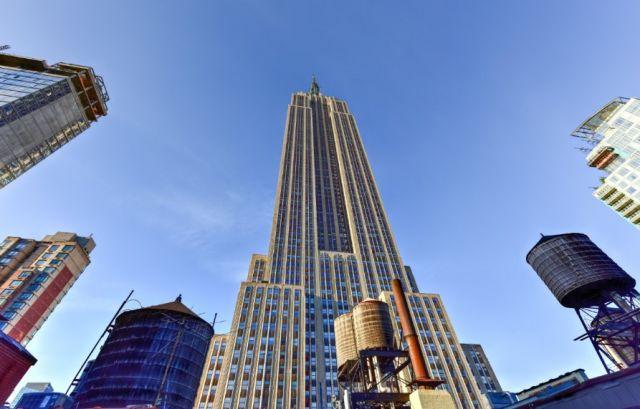 Емблематична за света сграда на 90 години (СНИМКИ)