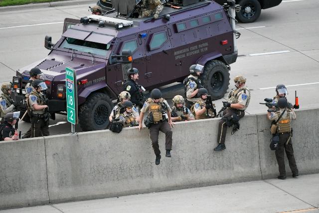 Тръмп се ядоса: Арестувайте ги! Иначе ще сте смотаняци