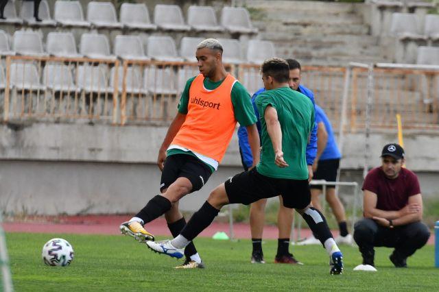 Национали, юноши и футболист на проби попълниха групата на Черно море