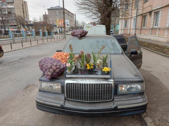 Невероятно, но факт: Продавач на картофи с лимузина!!!