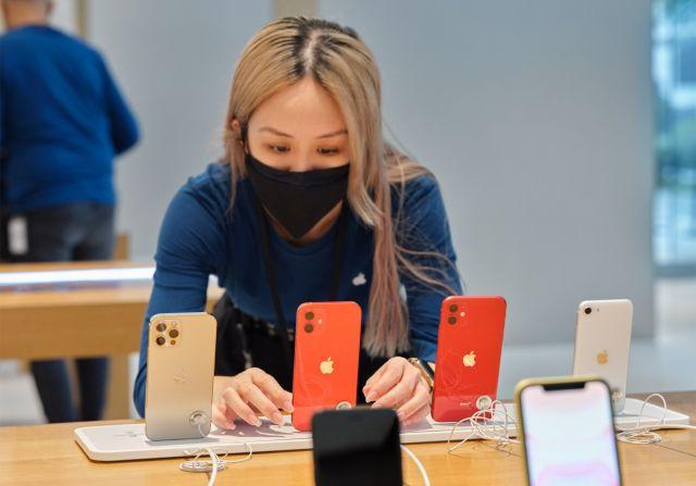 Apple ще се запаси с 90 милиона iPhone-а при представянето на новия модел