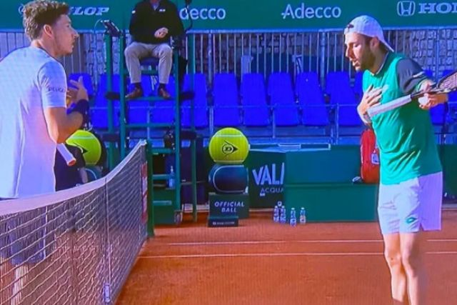 Страшен скандал на тенис мач заради гадже