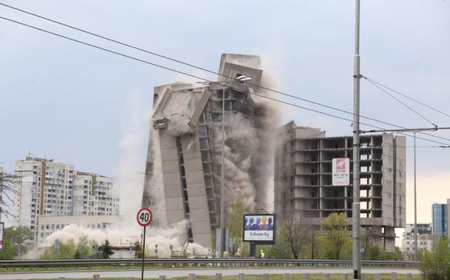 """17-етажната сграда на ИПК """"Родина"""" е в историята (СНИМКИ+ВИДЕО)"""