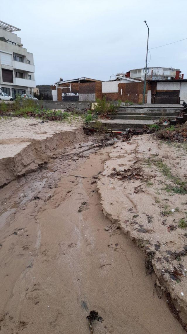 Проливните дъждове деформираха плажовете в Созопол и нанесоха сериозни щети (СНИМКИ) - 3