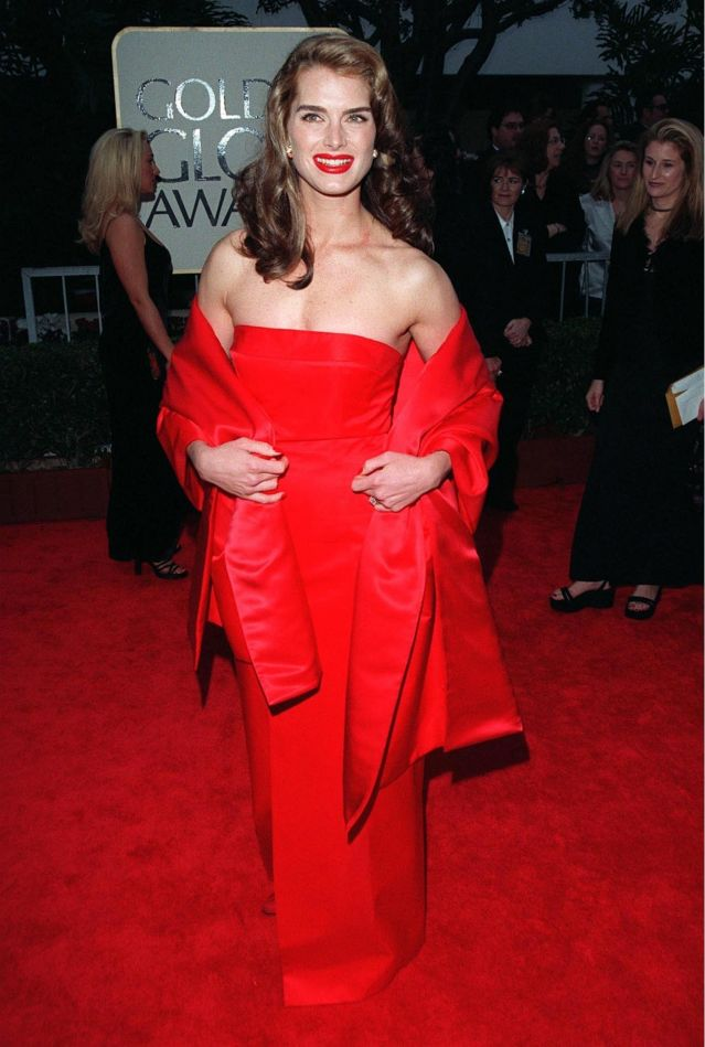 Дъщерята на Брук Шийлдс отиде на бала си в роклята на майка ѝ от 1998 г. (СНИМКИ)