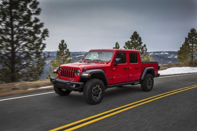 Новите модели на Jeep ще имат челно стъкло като на смартфон