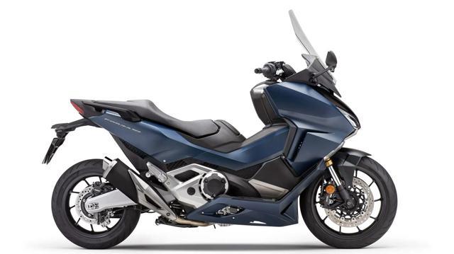 Honda пусна нов скутер със 750-кубиков двигател