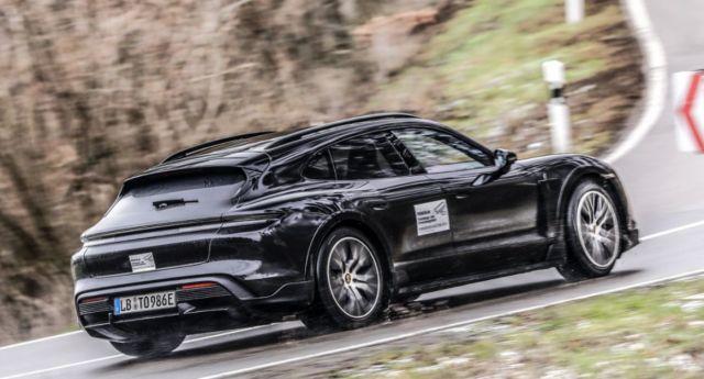 Предпремиерно видео показва електрическото комби на Porsche