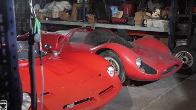 Вижте огромна колекция от редки коли в секретен хангар в САЩ (ВИДЕО)