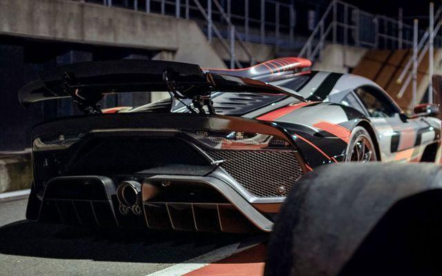 Mercedes изкара най-мощния си автомобил на улицата (ВИДЕО)