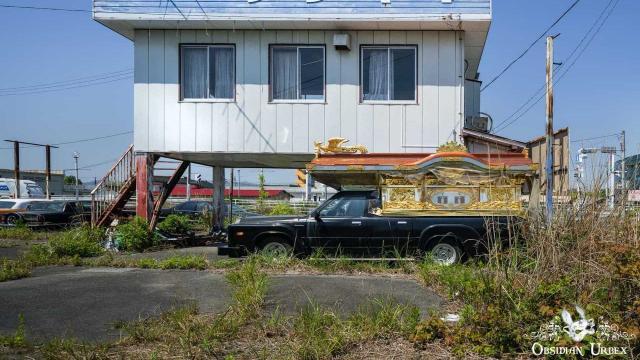 Откриха гробище от редки коли в радиационна зона