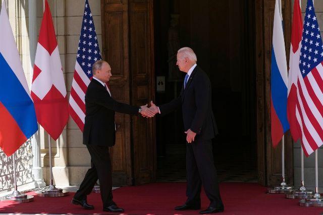 Байдън и Путин си стиснаха ръцете