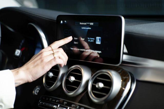 Плащане на горивото чрез екрана на навигацията при новите Mercedes-и