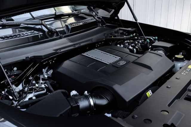 Land Rover подготвя Defender с двигател от М5