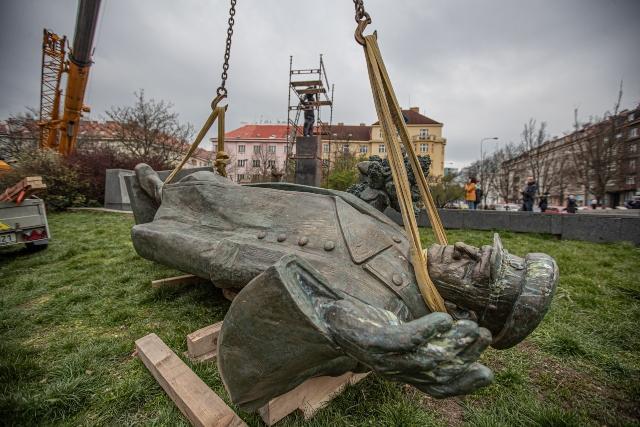 Русия мъсти на Чехия с кибератаки заради демонтирания паметник