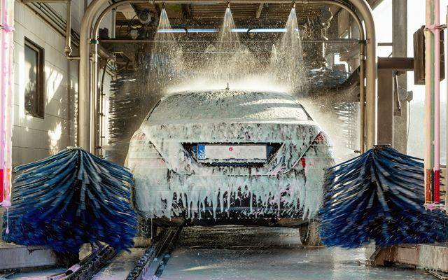 Защо не е добре да миете колата си през лятото прекалено често