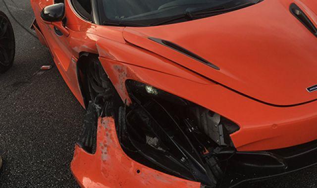 McLaren под наем катастрофира след гонка с Lamborghini