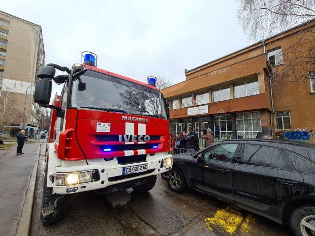 Евакуираха 180 деца от столично училище заради пожар