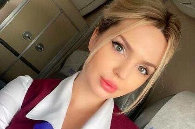 Красива стюардеса впечатли всички със СНИМКИ от работата си