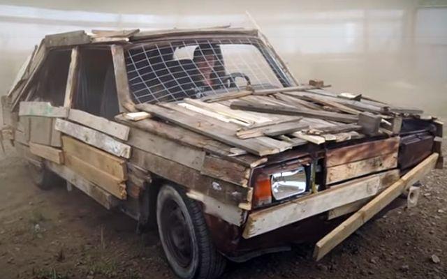 Разходка с дървена Lada донесе на водача три глоби