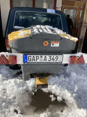 Lada Niva снегорин се продава в Германия