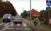 Шофьор на BMW едва не удари пешеходец, който обаче получи незабавно възмездие (ВИДЕО)