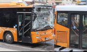Катастрофа между 2 автобуса на градския транспорт в София, има пострадали пътници