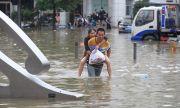 Потоп удари Китай! 200 000 души са евакуирани (ВИДЕО)