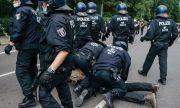 600 души бяха арестувани на протест в Германия срещу коронамерките