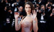 Най-красивата жена на света показа сочни форми (СНИМКИ)