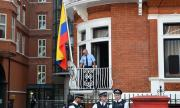 Обвинение: Русия дърпа конците на Асандж