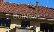 Врачанка показа гърдите си на балкон в центъра на града