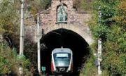Срути се част от стена на жп тунела в Горна баня