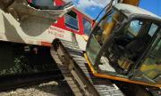 Сблъсък между багер и бърз влак от Варна за София се размина без пострадали