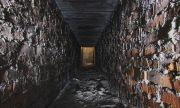 Британец откри мистериозни тунели в дома си (ВИДЕО)