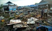 Стотици затворници избягаха след труса в Индонезия