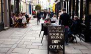 Кръчмите са пълни, британската икономика отново цъфти