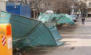 Силен вятър в цялата страна, софиянци да обезопасят терасите