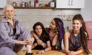 Скандал в Русия: Реклама с лесбийки взриви мрежата