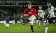 Играч на Юнайтед: Да зачеркнем този сезон